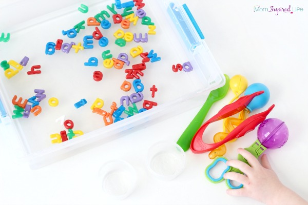 alphabet-water-sensory-game, 100 of the Best Ways to Teach the Alphabet, Creative ways to teach the alphabet, Hands on Learning, Sensory Play, Printables, Alphabet Games,Alphabet Crafts