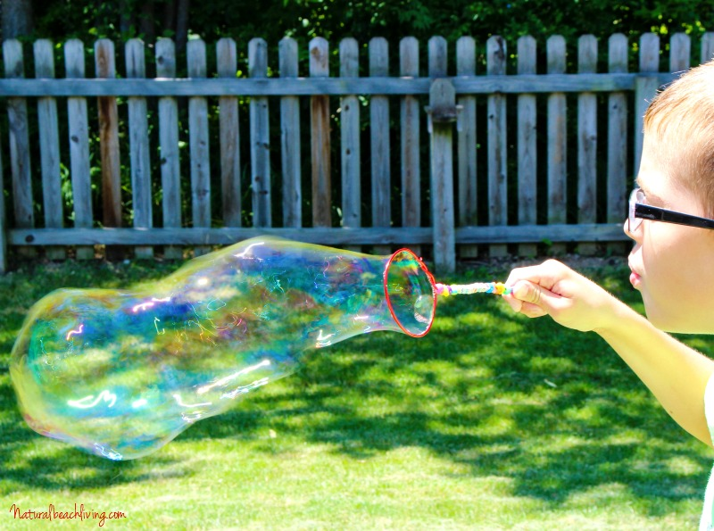 How to Make DIY Bubble Wands & Homemade Bubbles, Summer Activities for kids, Easy to make homemade bubble wands, Party ideas, Gift ideas, Crafts for kids