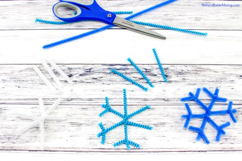Make The Best Crystal Snowflake Ornaments, Borax Snowflake Crystals, Winter Science Experiments for Kids, Snowflake Theme, How to Make Snowflakes, Borax Crystal Snowflakes, Snowflake Crystals, #Science #Boraxcrystals #crystalsnowflakes #winterscience