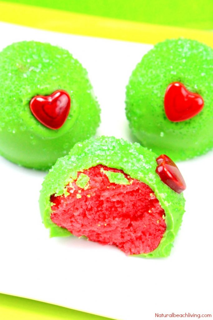 The Best Grinch Snacks, Easy Grinch Cake Balls, Easy Christmas Cake Balls, Grinch Christmas Treats, Grinch snacks for Kids, Grinch Cake, Christmas snacks for kids, Christmas Dessert, #Christmassnacks #grinch #grinchsnacks #cakeballs #grinchcakeballs