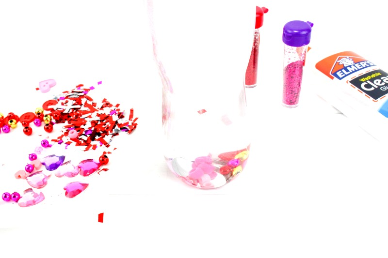 How to Make Valentines Sensory Bottles Kids Love, Valentine's Day Sensory Bottles are perfect for any home or classroom activity, Homemade sensory bottles make a great addition to any Science table, Calm down bottles, DIY Sensory Bottle, Easy sensory activity for preschoolers and Toddlers, Valentine's Day craft for kids, #sensoryplay #Valentinesdaycrafts #sensorytoys #sensoryprocessingdisorder